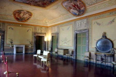Restauro della sala da pranzo con affreschi di fedele for Sala da pranzo usata caserta